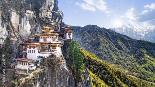 Fototapeta Taktshang Goemba or Tiger's nest Temple or Tiger's nest monastery the beautiful buddhist temple