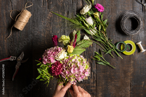 Foto op Canvas Bloemen The florist desktop with working tools and ribbons