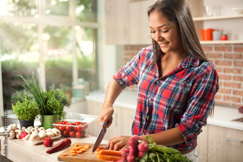 Photo Stands Cooking young asian woman chopping vegetables for detox in kitchen