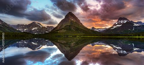 Valokuva  Swiftcurrent Lake and Reflection
