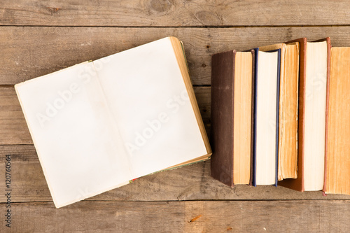 Fotografija  Old and used hardback books or text books on wooden table