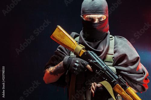 Fotografía  Terrorist with his weapon. Concept about terrorism