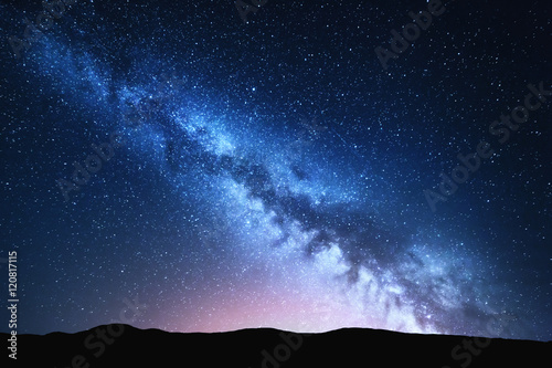 Cadres-photo bureau Noir Milky Way and pink light at mountains. Night colorful landscape. Starry sky with hills at summer. Beautiful Universe. Space background with galaxy. Travel background