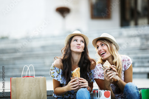 Staande foto Snack Beautiful Girls in Shopping