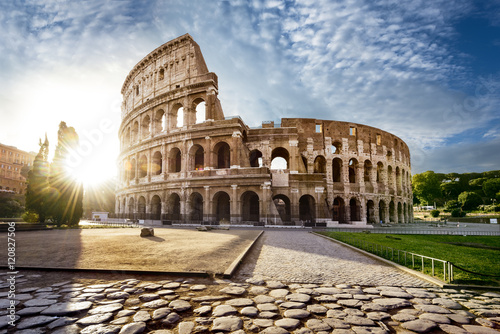 Montage in der Fensternische Rom Colosseum in Rome and morning sun, Italy