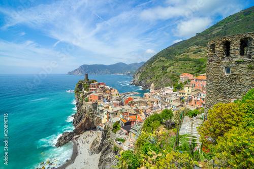Fototapety, obrazy: Landscape Vernazza, Cinque Terre - old town on the rocks, Liguri