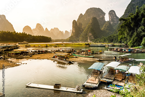 Foto op Canvas Guilin Traditionelle Schifffahrt auf dem Lijiang, Guilin, China