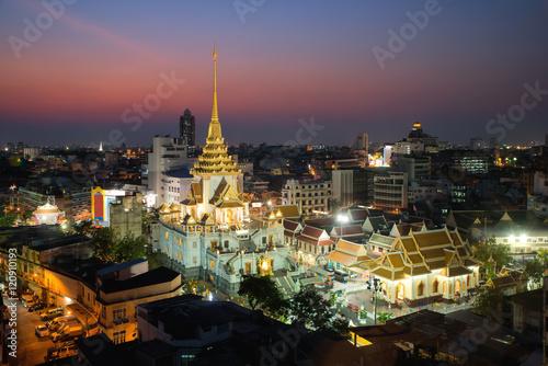 In de dag Bangkok Wat Traimit at Yaowarat district in Bangkok, Thailand.