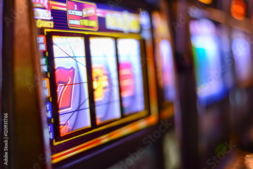 Fotografija  Slot machines and gambling addiction in Las Vegas