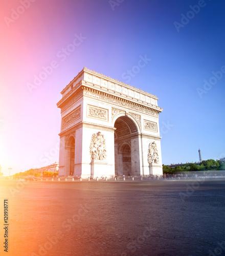 Papiers peints Paris Arc de triomphe in Paris during a sunny day, France