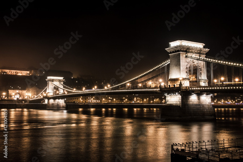 Canvastavla  Chains Bridge in Budapest at night