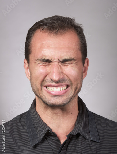 Photo  Studio portrait of a distraught man