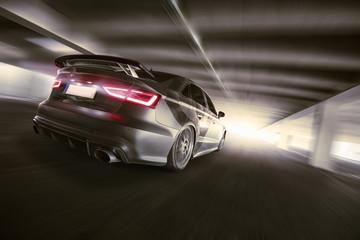Obraz na płótnie Canvas schnelles Auto im Tunnel