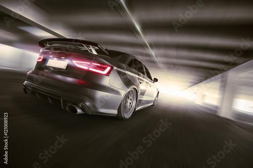 Plakat szybki samochód w tunelu