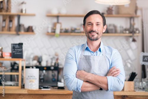 Photo  Handsome businessman showing his business