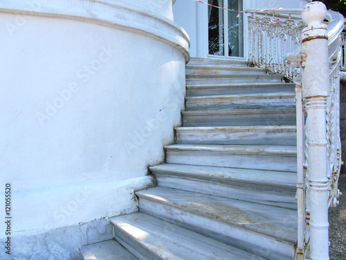 Foto op Plexiglas Trappen trabzon, atatürk köşkü, giriş, mermer merdiven