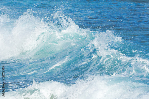 Keuken foto achterwand Water Beautiful teal ocean waves