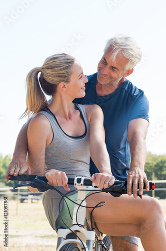 Couple on cycle ride Tablou Canvas