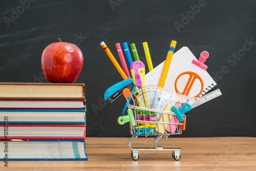 Fotografie, Obraz  apple lunch will help you shopping for back to school education
