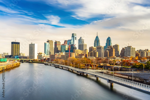 Cuadros en Lienzo  Panoramic picture of Philadelphia skyline and Schuylkill river, PA, USA