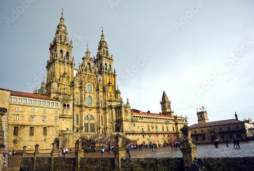 Catedral de Santiago de Compostela bajo la lluvia, España Wallpaper Mural