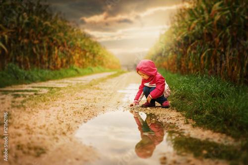 Fotografie, Obraz  Spielen im Regen