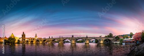 Plakat Panorama Pragi w zachodzie słońca