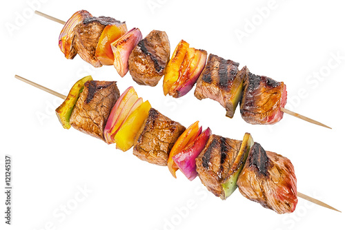 Fotografía  Skewer set of red meat and vegetables, isolated on white background