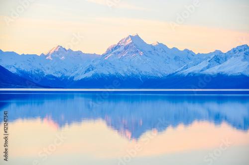 Fotobehang Bergen Sunset reflection at Mount Cook in New Zealand