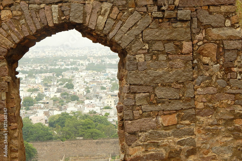 Photo  View of Hyderabad through stone arch from Golconda fort, a heritage and land mar