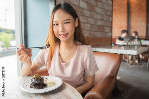 Foto op Canvas Kruidenierswinkel Beautiful asia woman enjoy eating.