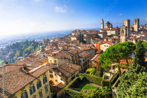 Photo View of medieval Upper Bergamo - beautiful medieval town in nort