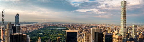 Fotografiet Panorama cityscape view on Central Park, New York, seen from the Rockefeller building Top of the Rocks before summer sunset