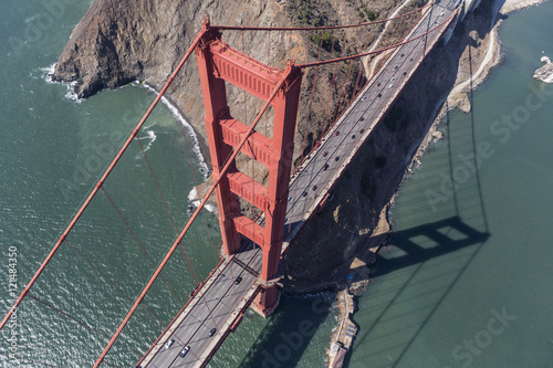 Plakat Golden Gate Bridge Tower i Marin Headlands Aerial