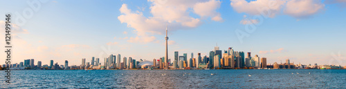 La pose en embrasure Toronto Panoramic view of Toronto skyline