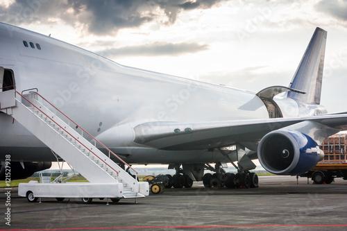 Fototapeta Unloading wide body cargo aircraft obraz na płótnie