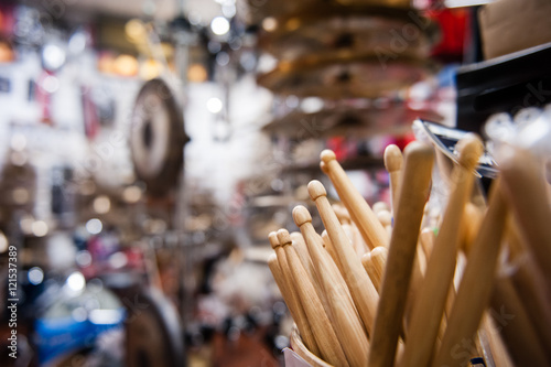 Spoed Foto op Canvas Muziekwinkel Drum sticks close up in drum store