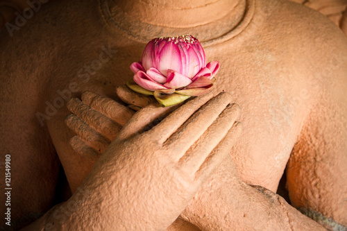 Foto op Plexiglas Boeddha Lotus in the hands of sandstone Buddha.