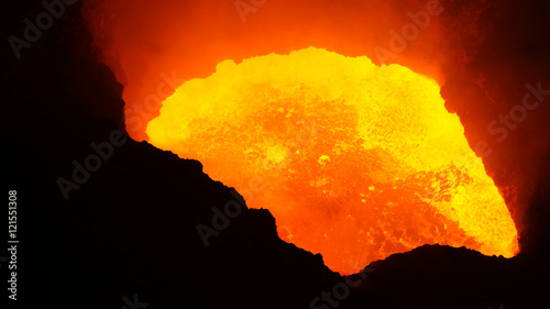 Foto op Plexiglas Vulkaan Nouveau lac de lave dans le cratère Santiago, volcan Masaya (Nicaragua)
