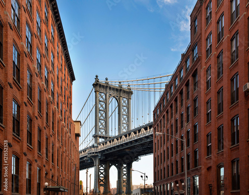 Photo  Manhattan Bridge from an alley in Brooklyn, New York