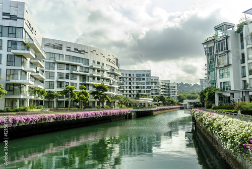 """Photo  urban sight of the modern buildings of the quarter """"Labrador park"""" in Singapore"""