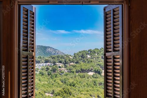 Obraz na płótnie widok przez otwarte okno