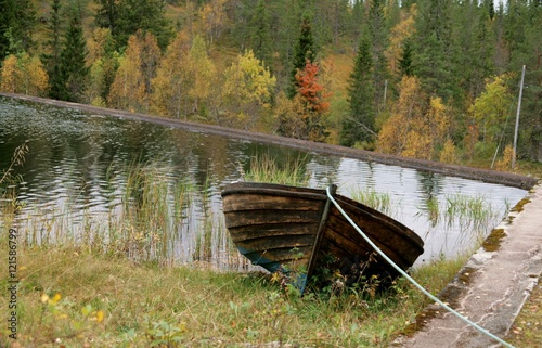 Tarred tethered boat