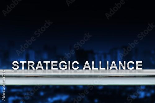 Fotografía  strategic alliance on metal railing