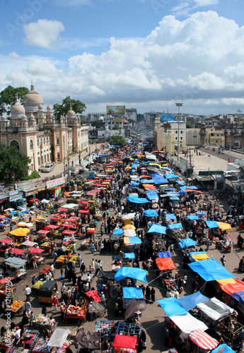 View of People shopping in the street market from 400 year old heritage monument charminar during Ramzan festival  in Hyderabad,India.About 25 lakh people visit area every Ramzan season. Fototapete