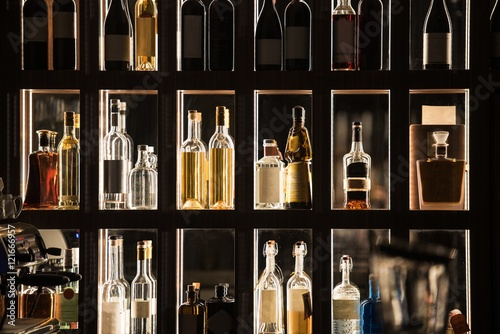 Foto auf AluDibond Bar Alcohol Beverages Bar Shelf