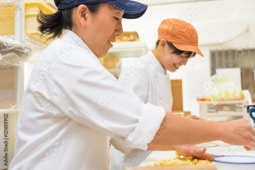 Fotografía  日本のパン屋さんで働く日本人女性パン職人