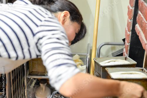 In de dag Bakkerij 日本のパン屋さんで働く日本人女性パン職人