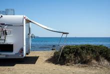 Caravan Di Fronte Al Mare A Isuledda, Sardegna, Italia