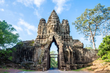 The Gate To Ancient Bayon Temp...